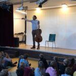 Der Cellist David Stromberg in unserer Schule